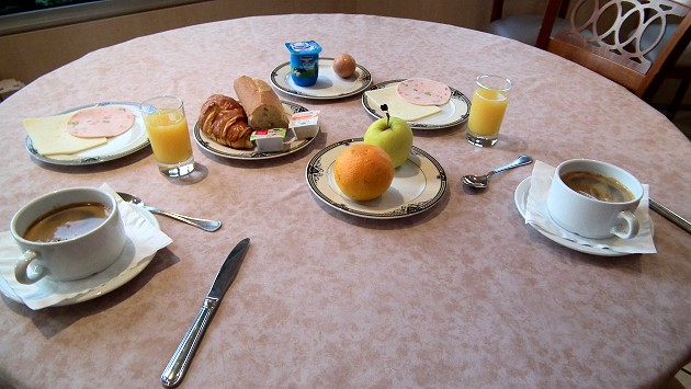 petit dejeuner hotel lourdes