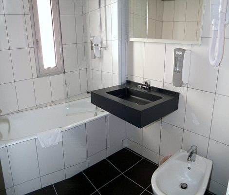 salle de bains hotel a lourdes